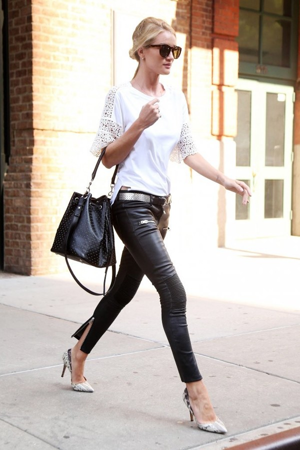 罗西·汉丁顿-惠特莉身穿白色蕾丝Top+皮裤在纽约外出
