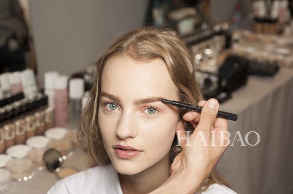 2015-2016 Dior秋冬高级订制时装系列彩妆妆容