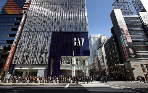 GAP同店销售连跌15月 杨大筠:GAP中间定位很尴尬