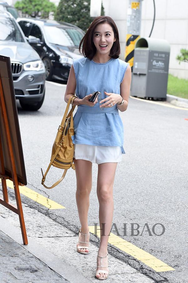 韩国女明星街拍:高挑演员最靠谱