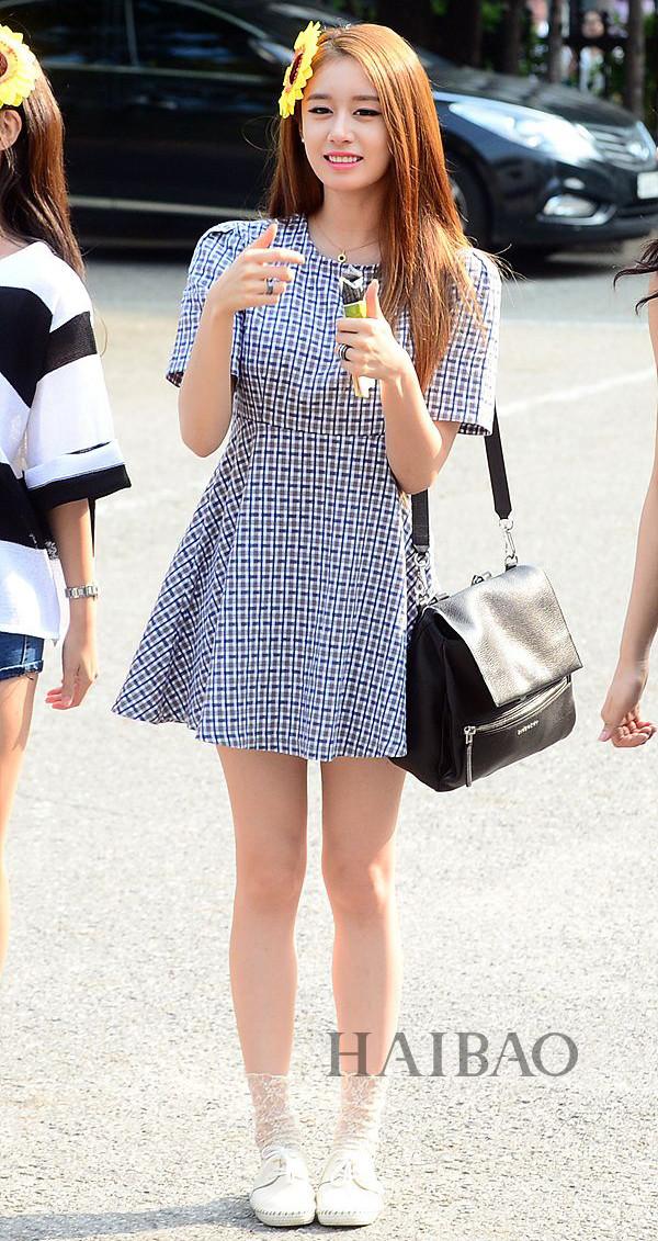 中国服装网 时尚资讯 搭配 韩国女明星街拍:高挑演员最靠谱