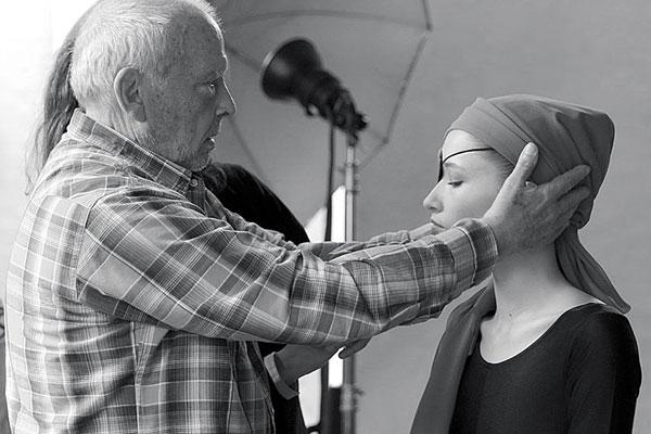 摄影大师David Bailey诠释Tod's Cape 手袋