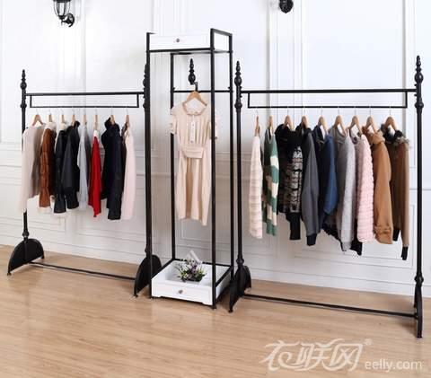 选好服装店货架 增强店面展示效果