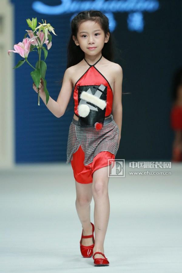 中国国际时装周 孙海涛:童装也可以大玩肚兜和礼服