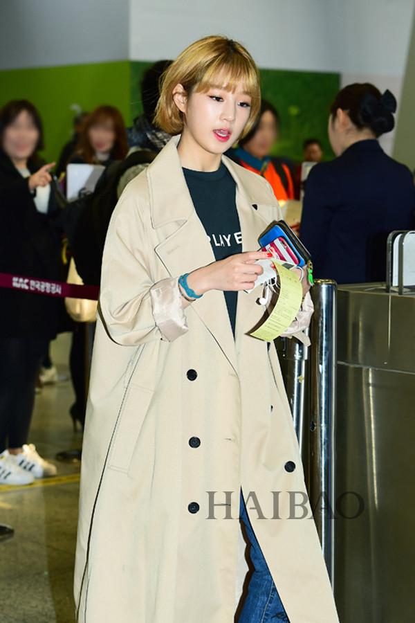 朴宝蓝11月6日韩国金浦机场街拍 (飞济州岛)