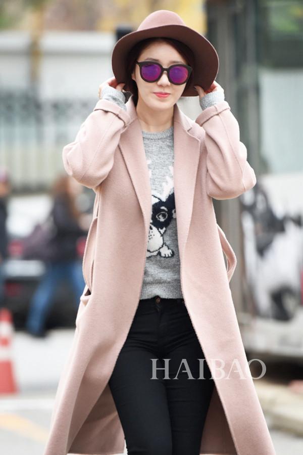 中国服装网 时尚资讯 搭配 最新韩国女明星街拍:长大衣裹上身出街凹