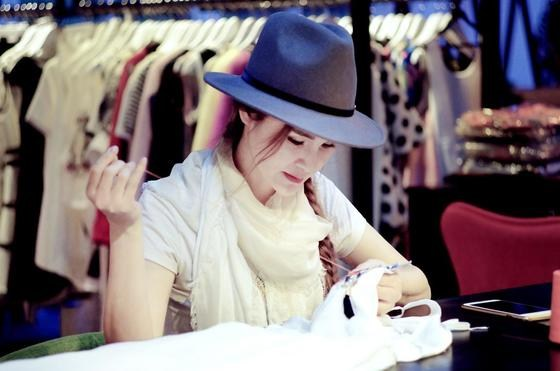 中国原创服装设计师苏夕:梦想就在前方 先要生存下去