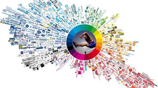 港股方面,国家体育总局正编制体育产业十三五规划,预期到2020年产业规模将超过3万亿元人民币,积极扩充产品线及赞助大型赛事的匹克体育(01968.HK)前景看高一线,值得关注。   举办大型赛事活动的成本下降及流程优化下体育用品生产商的积极性提高,以匹克为例,集团于巩固篮球体育事业后,近年大举进军跑步鞋类产品市场,截至今年11月底匹克合共主办及赞助34项专业跑步赛事,覆盖100公里、马拉松、垂直马拉松、专业田径比赛及大众路跑等多种跑步活动。透过赞助大型活动匹克的跑步鞋知名度大升,拉动今年上半年鞋类