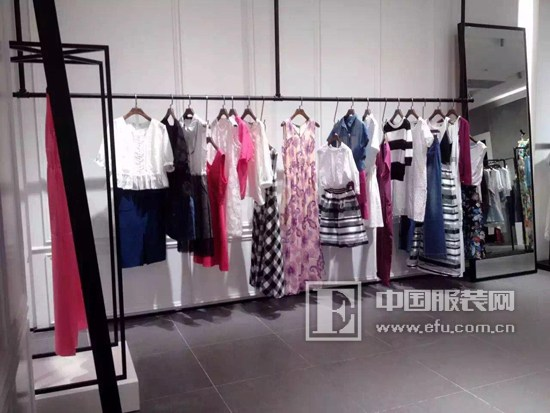 esons女装品牌西安万达广场新店开业!