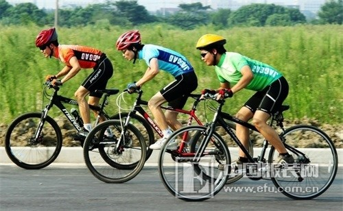 奥库户外资讯 自行车骑行头盔的选购与使用保养方法