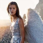 模特Magdalena Chachlica 化身天使拍摄时尚大片