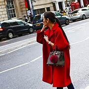 如果还纠结新年穿什么出门 就穿红色吧