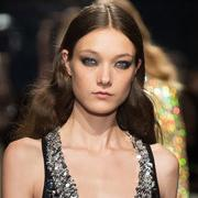 2016春夏流行趋势之闪光材质时装:女孩就该闪亮