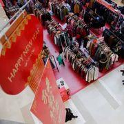 2015服装销售屡遇瓶颈 服装品牌掀起年货大战