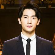 杨洋、崔胜贤亮相巴黎男装周,一中一韩比肩站谁更型?
