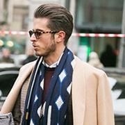 型男想把大衣穿出个性?搭条围巾就好了