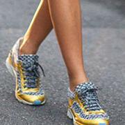你还需要一双运动鞋来撑场:彩色款值得Mark一双