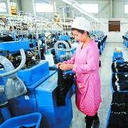 """打造新疆服装产业""""播种机""""为产业孕育种子"""