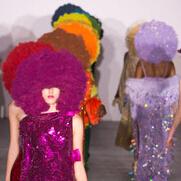 Ashish 2016秋冬伦敦时装秀 是爆炸头也是色彩控