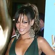 小天后Rihanna(蕾哈娜)10年红毯造型大盘点