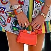 迷你风刮向女士钱包 它和手机你选哪个?