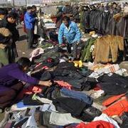 青岛仨小伙创业 变废为宝回收旧衣服转卖纺织企业