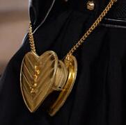 巴黎时装周配饰细节:纪梵希等人气品牌频出爆款