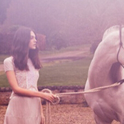 超模Vittoria Cerreti 演绎英格兰浪漫早春大片