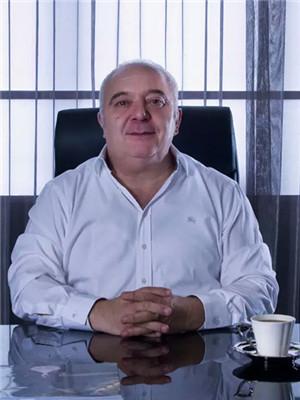 服装设计师Tarik Ediz: