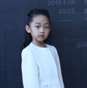 羽化成蝶—童模李赛琳亮相赵钎焱时装发布会