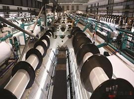 """东莞纺织工厂实现""""机器换人"""" 节约成本效率高"""
