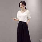 红雨竹简约搭配:T恤+阔腿裤,演绎初秋新风尚!
