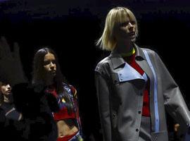 范思哲(Versace)2017春夏米兰时装周的奢华力量