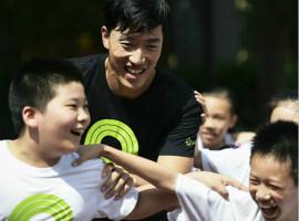 刘翔关注体育教育 与耐克一同重回母校宣传体育
