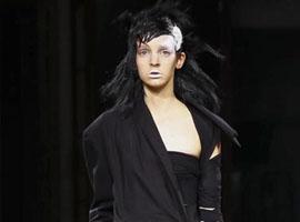 有一种情怀叫山本耀司 黑色缠绕不追潮流的美