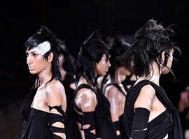 """黑色是如何走出""""服丧""""阴影成为现代高级流行色的"""