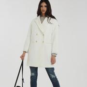 一本衣物大衣 为女性的秋冬送温暖