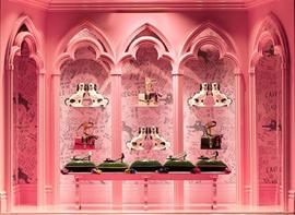 GUCCI全新展示橱窗亮相米兰 灵感源自早春时装秀