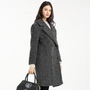 一本衣物灰色大衣,演绎低调的秋冬时尚!