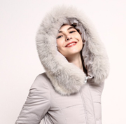 丹诗格尔女装秋冬羽绒服 做精致的女人魅力不冻人