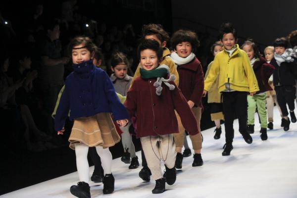 中国首个童装国家标准明起实施 部分规定严于美日