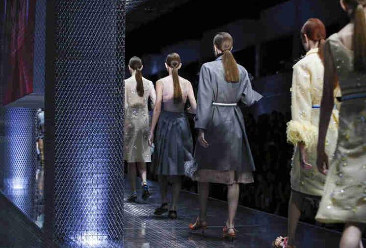 2017春夏米兰时装周 普拉达 (Prada)女装发布(图2)