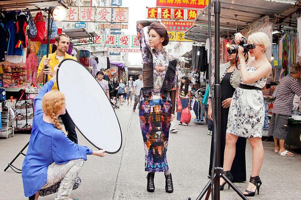 这对于产业结构转型中的香港时装业