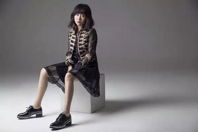中国设计师李薇:从10万元起家到销售近亿的蜕变
