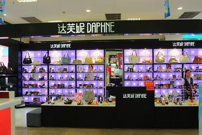 达芙妮1年关805家店 与加盟商的关系出现裂缝_1