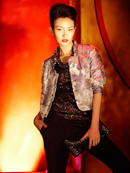 装的发展,西方服饰的潮流吸引着、影响着大多数人的消费习惯.   公图片