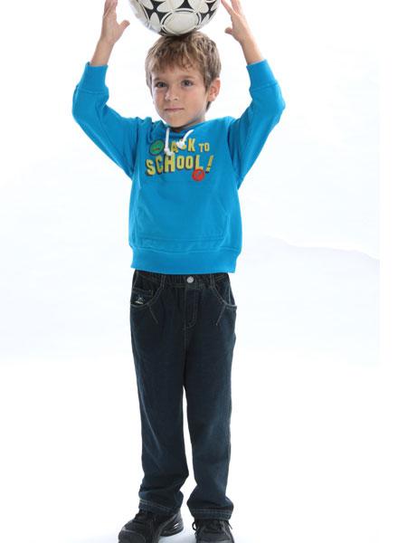 """通过""""贝甜""""品牌为孩童们提供大众化价格的高品质法式童装,展现孩子们"""