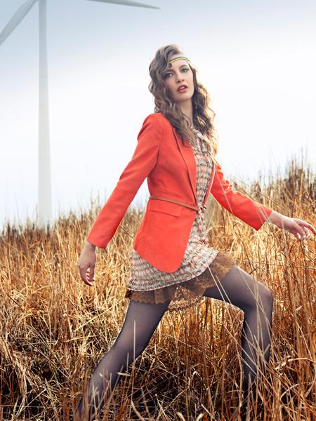 女装 产品类别: 服装女装外套 简介:     裙皇·可人儿秉承欧陆现代
