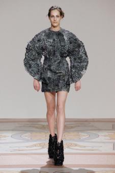 艾里斯·范·荷本女装42025款