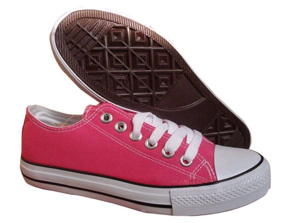泉州双星鞋塑有限公司成立于2005年,注册资金880万港元,是一家外商独资企业,公司座落于中国鞋都晋江市陈埭镇。专业生产中、高档硫化鞋及时尚帆布鞋的产供销为一体的外向型厂家,公司以品质第一,顾客至上为创业理念。不断完善自身的管理流程,提高全体员工的技术素质素养,与时俱进,不断创新,使公司在复杂的市场竞争中处于不败之地,同时不断建立完善公司的售后服务,树立起公司良好品牌知名度。通过我们的不断努力和追求,一定能实现产销双方的互利共赢!